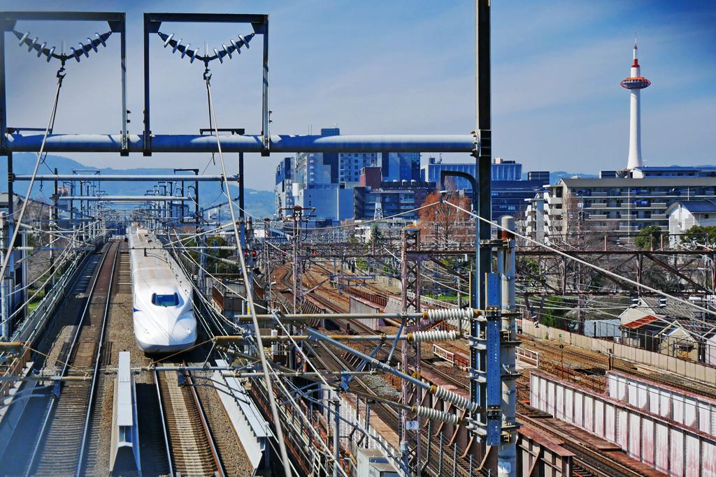 新幹線と京都タワーの写真素材