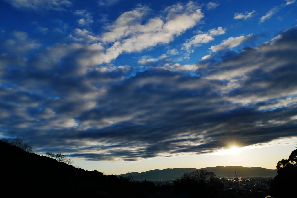 夕方の京都タワーの写真素材