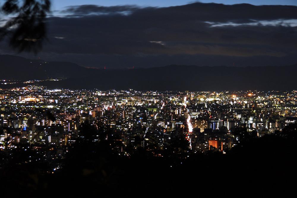 将軍塚の公園展望台からの夜景