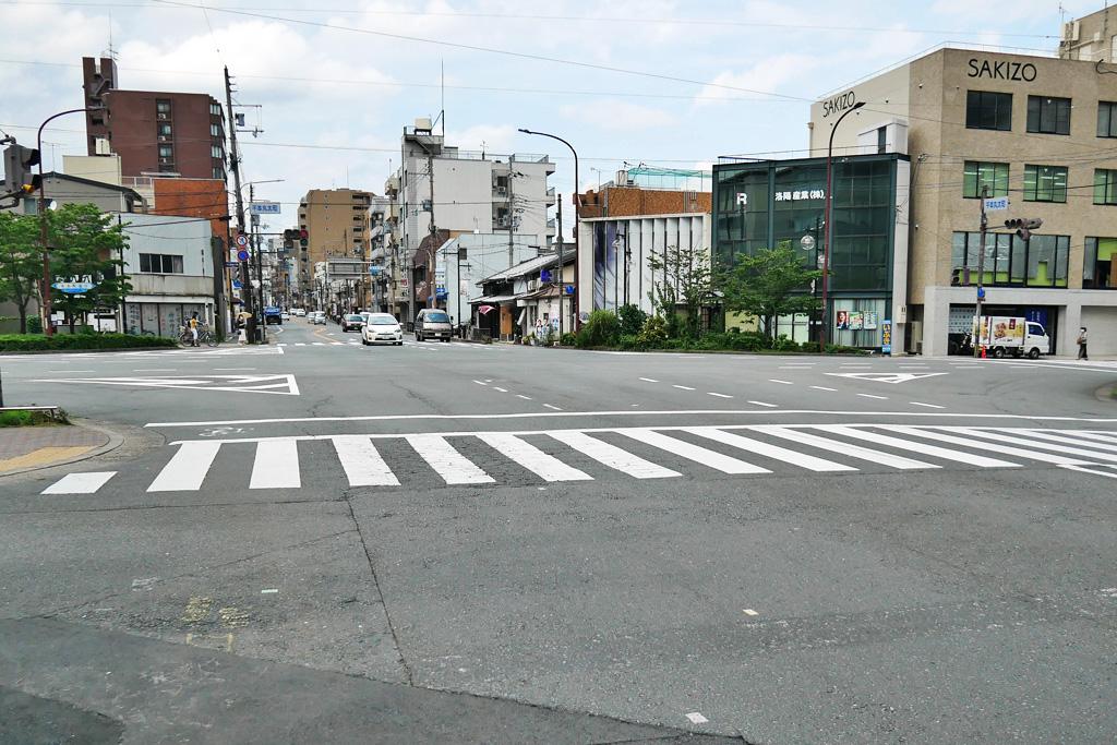 千本丸太町の交差点の写真素材