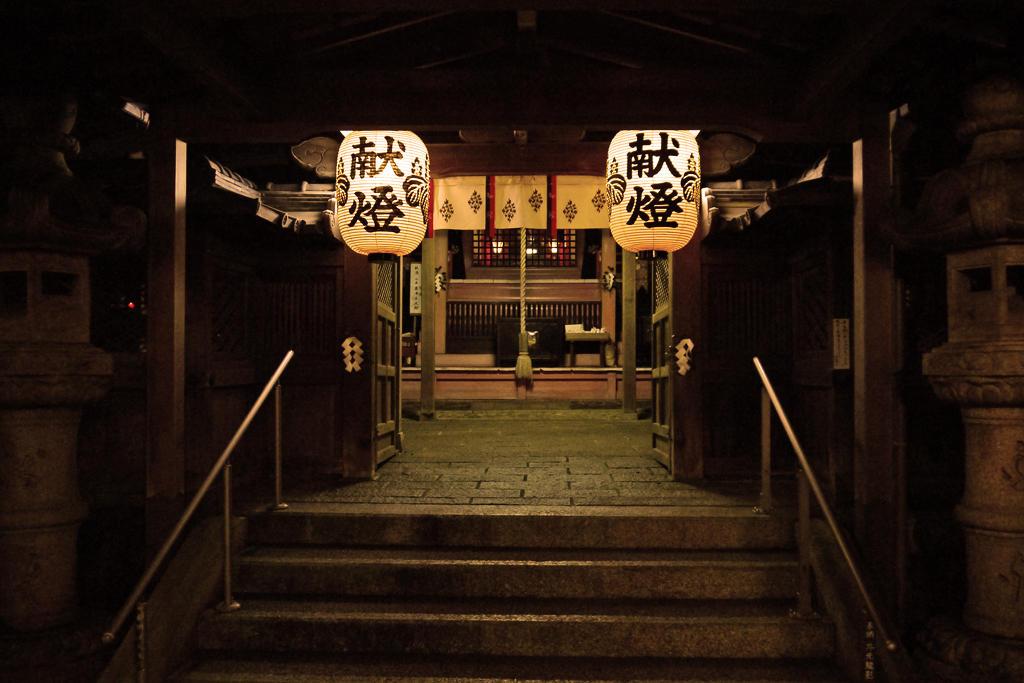 山科 諸羽神社の夜の写真素材