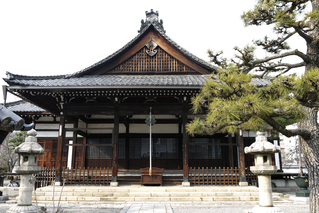 妙蓮寺の本堂の写真