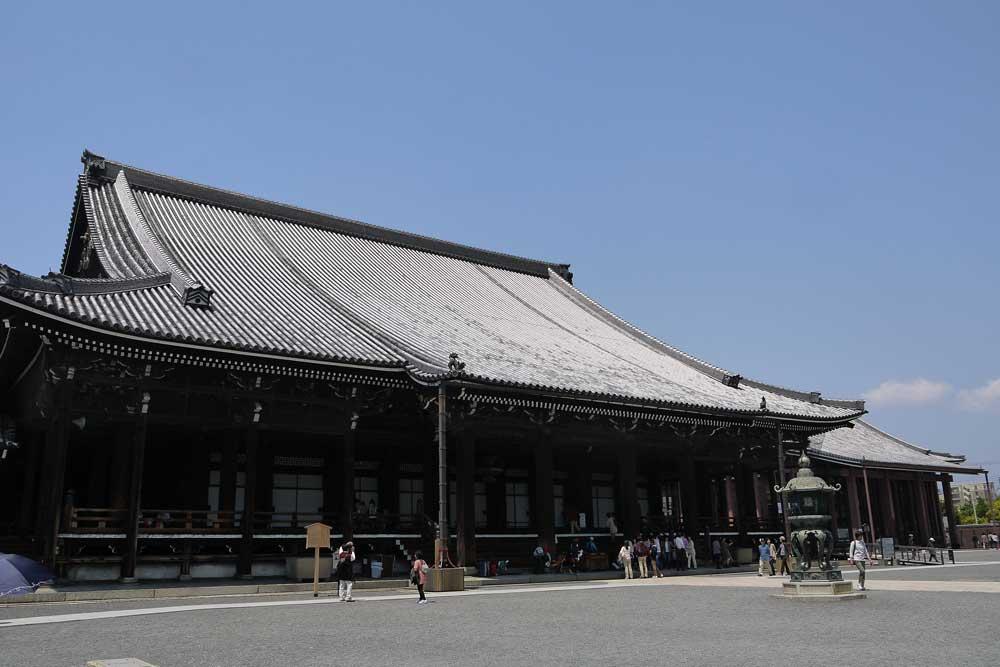 西本願寺のツツジの写真素材