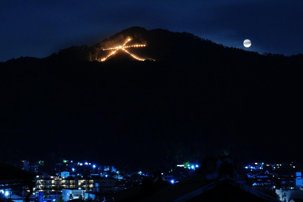 左大文字の送り火の写真素材