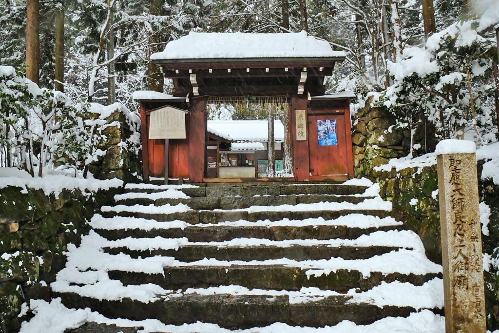 雪 来迎院(大原)の写真素材