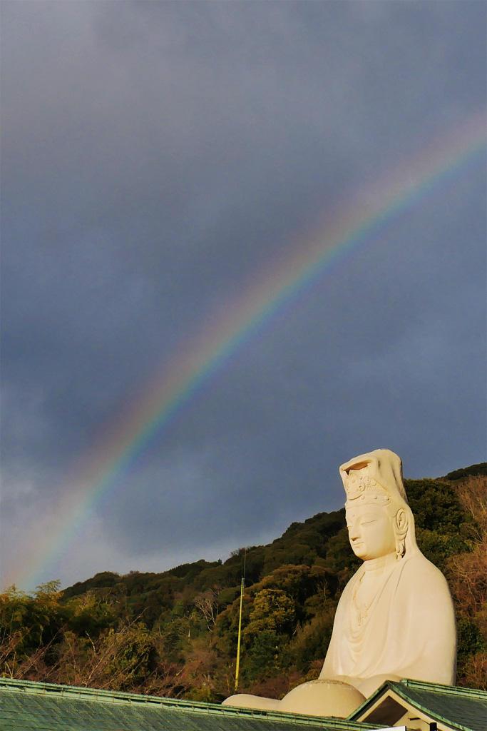 虹と霊山観音の写真素材