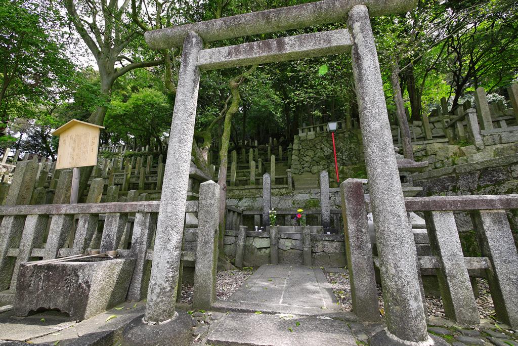 京都霊山護国神社 坂本龍馬と中岡慎太郎のお墓の写真素材