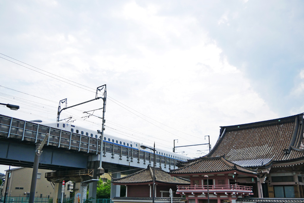 京都の新幹線と西光寺の写真素材