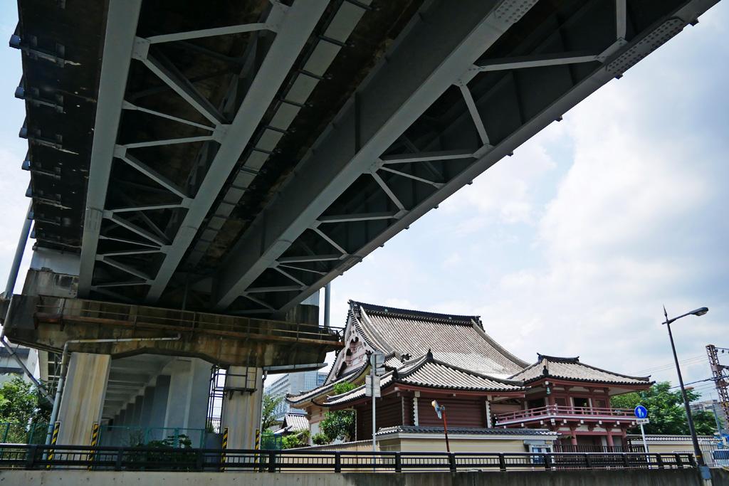 京都駅のそばの西光寺の写真素材