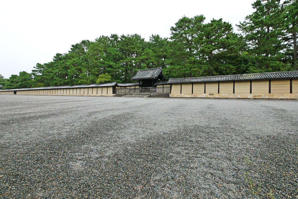 仙洞御所の塀の写真素材