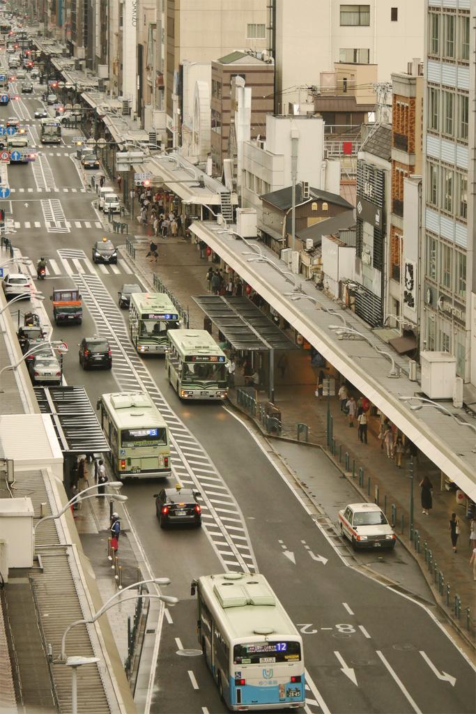 京都市バス 四条通の写真素材