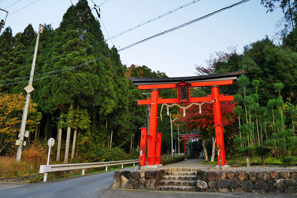 京北下町の下稲荷神社の写真素材