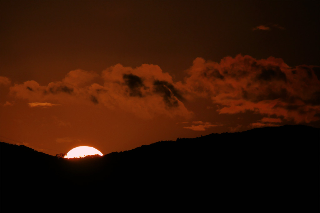 将軍塚市営展望台からの夕日の写真素材