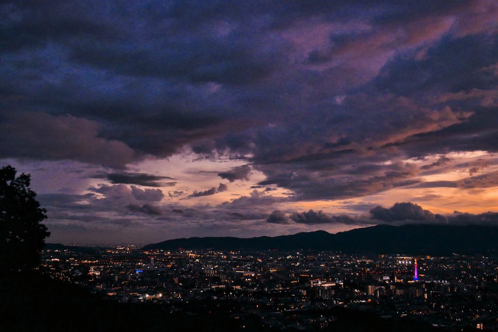 夜の京都タワーの写真素材