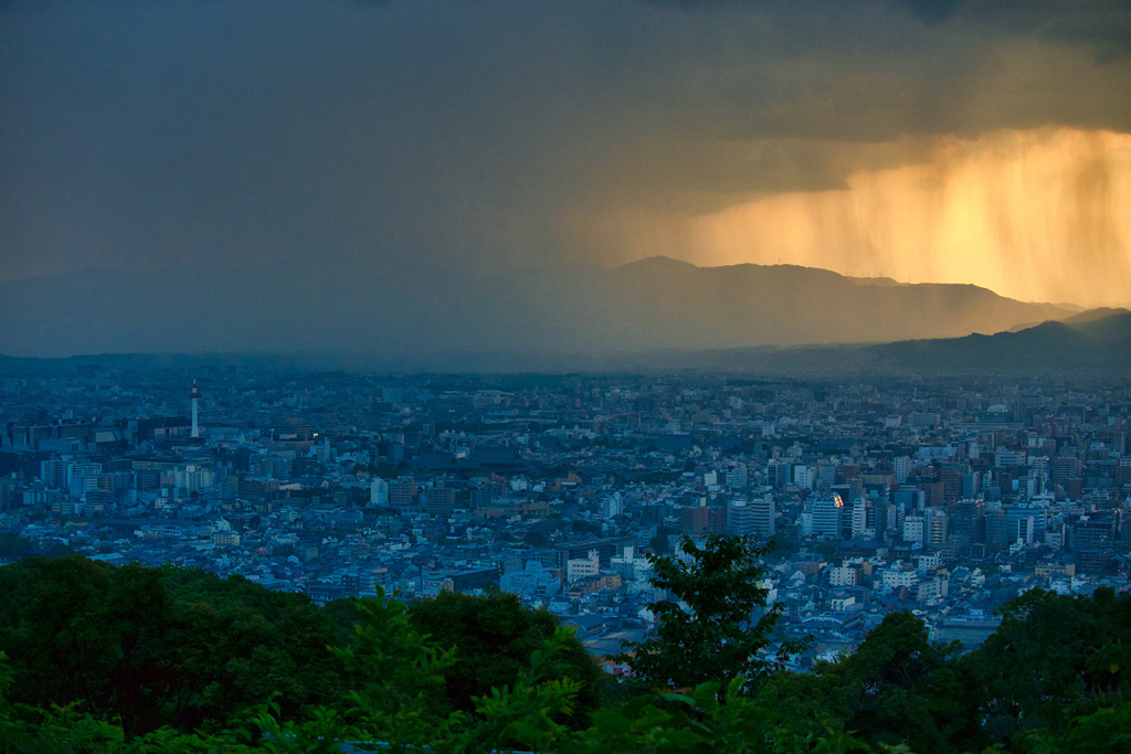 雨降る空の写真素材