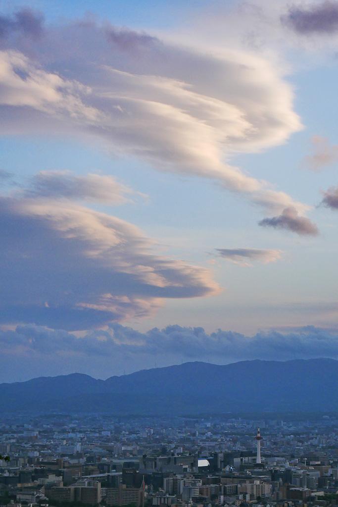 青空と吊るし雲の写真素材