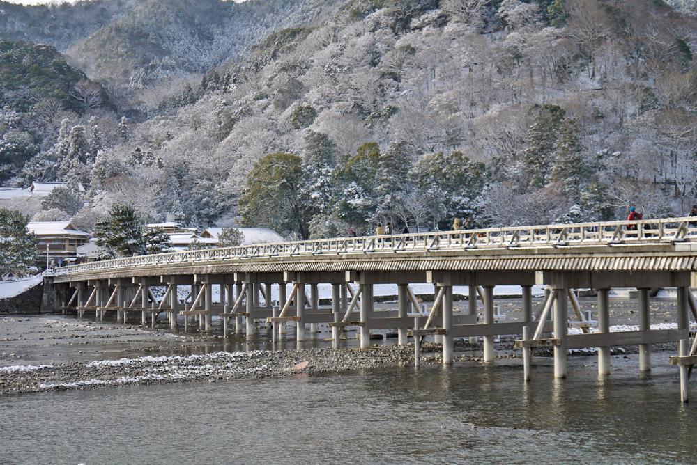 京都 嵐山 渡月橋の雪