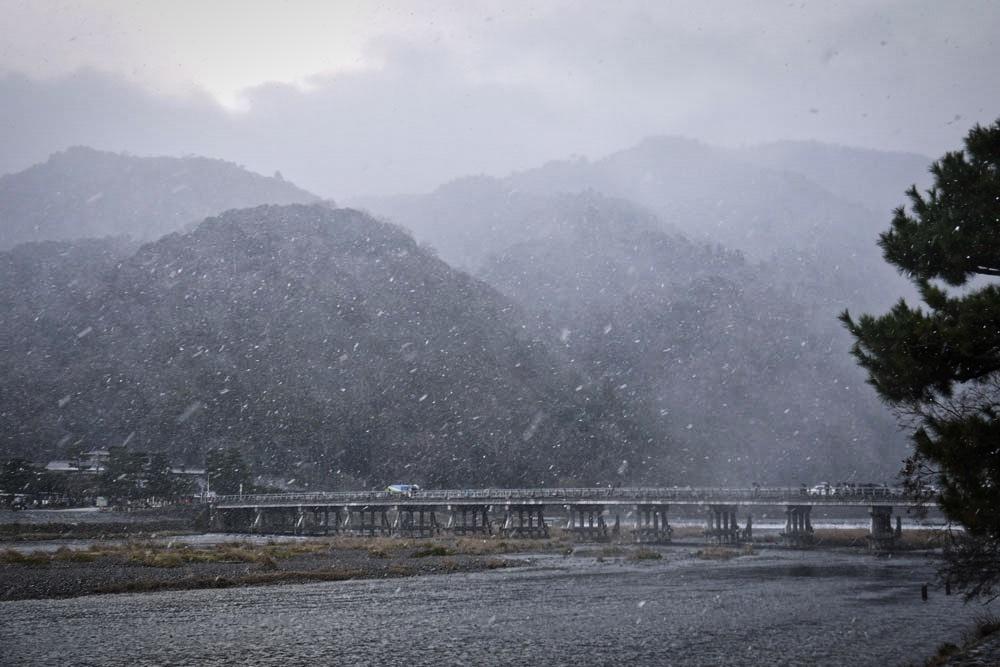 京都 嵐山 渡月橋の冬