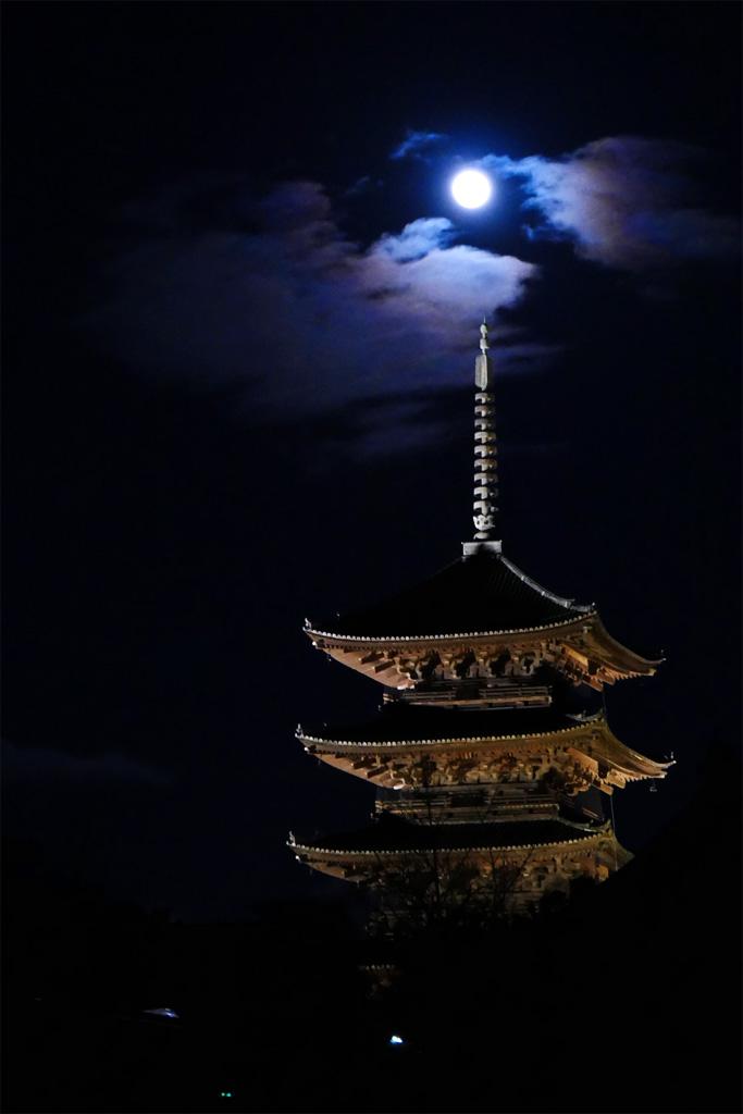 彩雲 東寺の五重塔の写真素材