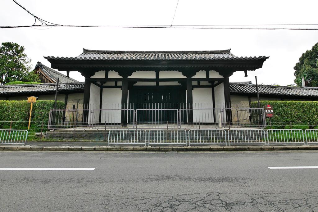 東寺 蓮花門の写真素材