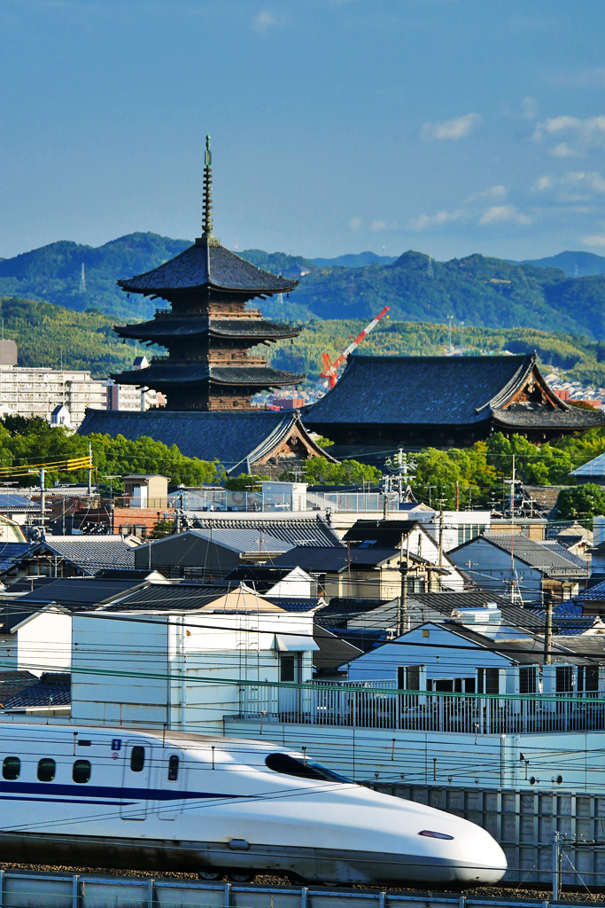 東寺の五重塔と新幹線の写真素材