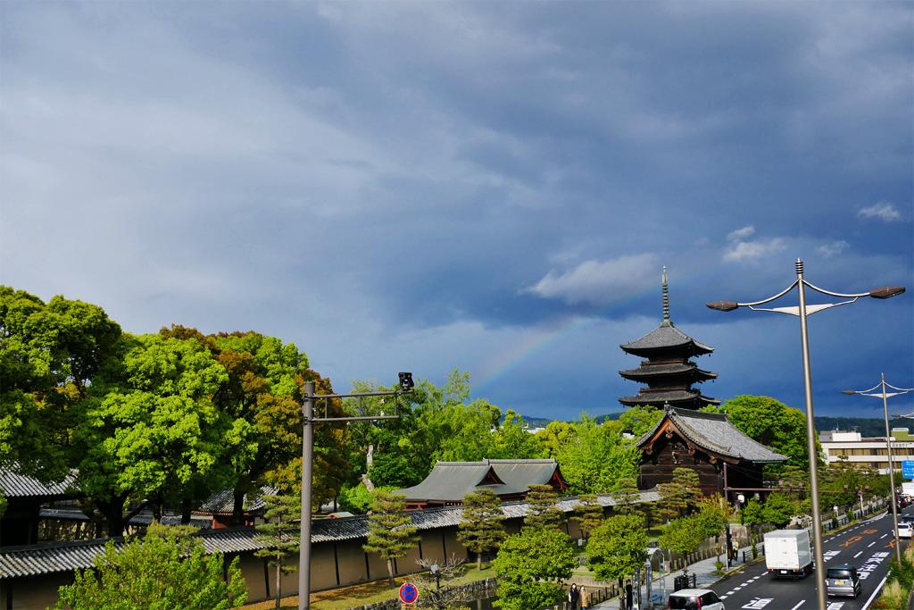 東寺の五重塔と虹の写真素材