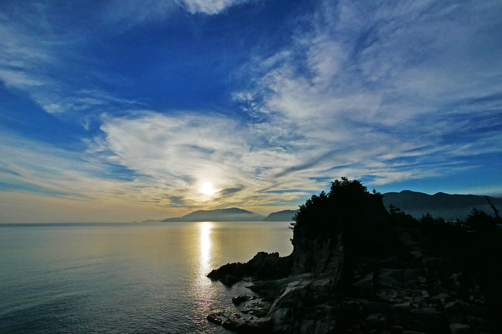 朝の奈具海岸の海の写真素材