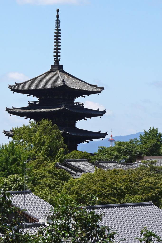 八坂の塔と京都タワーの写真素材