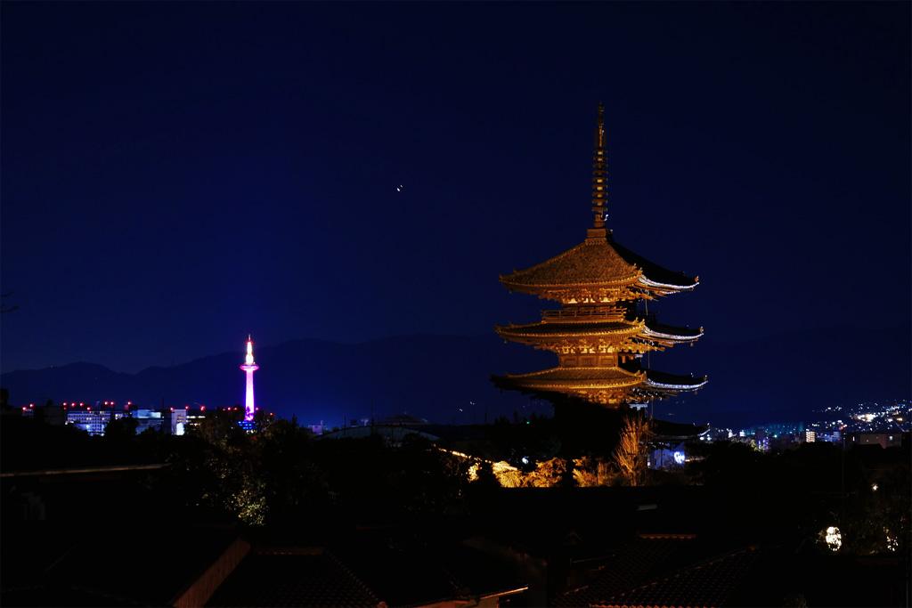 京都タワーと八坂の塔の夜景の写真素材