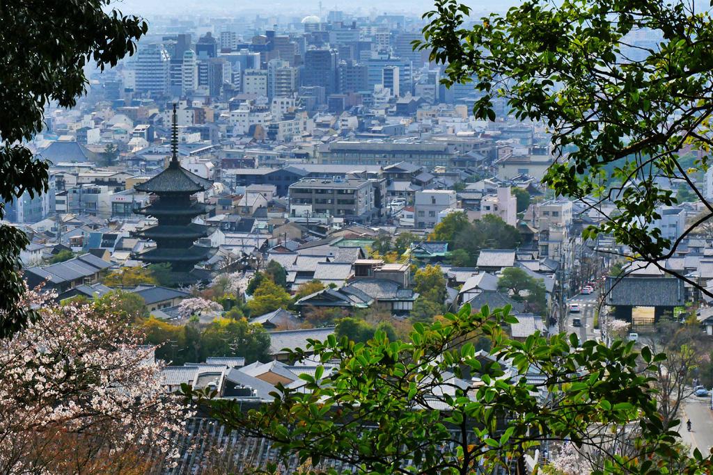 京都霊山護国神社から見る八坂の塔の写真素材