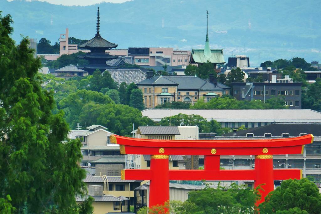 八坂の塔と祇園の塔の写真素材